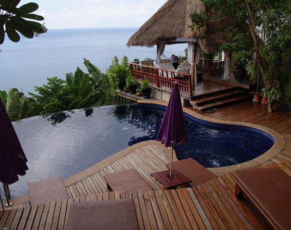 Das Thipwimarn ist ein kleines aber feines Resort in Hanglage, es gibt unzählige sehr steile Stufen und Wege zu überwinden. Man hat immer einen wunderbaren Ausblick auf das Meer, vom […]