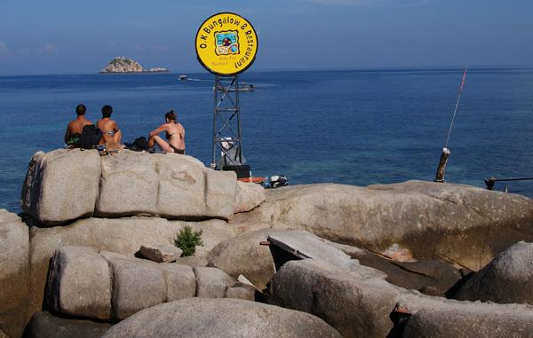 Das OK 2 Resort liegen an der Thian Og Bay im Südosten der Insel Koh Tao. Und wie so oft auf Koh Tao gibt es quer durch das […]