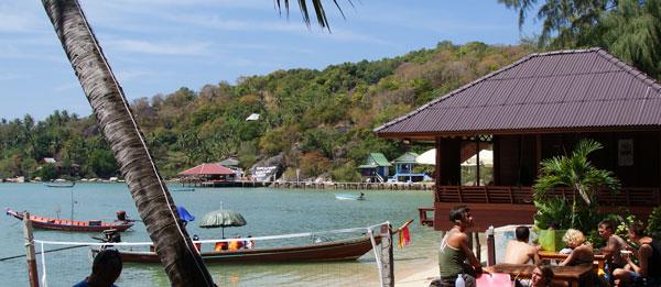 Das Carabaro Dive Resort ist ein weiteres der vielen Dive-Resorts auf der Schildkröten Insel. Das Carabaro Dive Resort liegt direkt am Chalok Baan Kao im Süden der Insel. […]