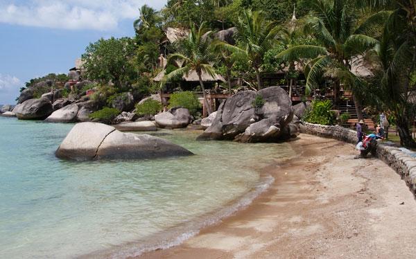 Das Koh Tao Cabana liegt im Westen von Koh Tao, am nördlichen Ende des Sairee Beach. Die Anlage ist sehr weitläufig, zwischen den einzelnen Bungalows ist viel Platz. […]